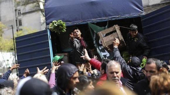 """El primer """"verdurazo"""" tuvo lugar en septiembre del año pasado también en Plaza de Mayo. Foto: La Nación."""