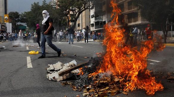 """Gobierno de Venezuela: """"Las bandas armadas han atacado un hospital infantil con 54 niños"""""""