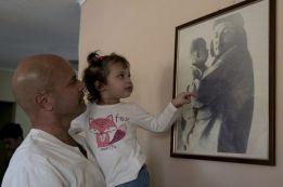 Gema, Gerardo y el Che. Foto: Ismael Francisco / Cubadebate