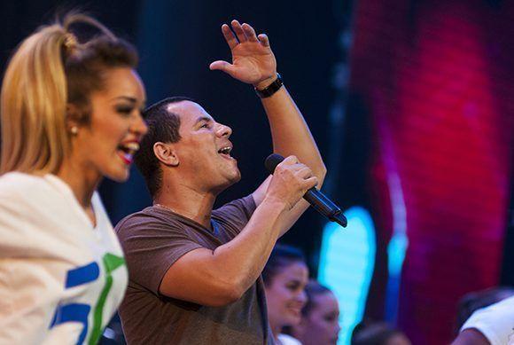 """Moncada, Buena Fe y Casabe interpretaron """"Gallo de pelea"""". Foto: Ladyrene Pérez/ Cubadebate."""