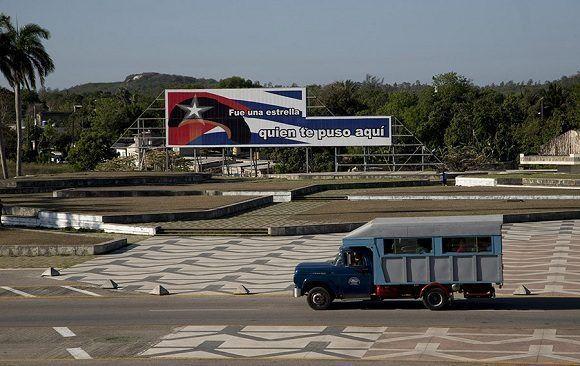 Restauración de la Tribuna del Complejo Escultórico Ernesto Guevara, de Santa Clara. Foto: Ismael Francisco/Cubadebate.