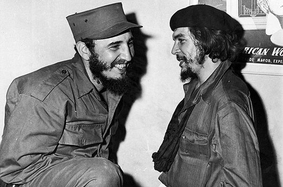 Primer encuentro de Fidel y Che desde la salida de las columnas invasoras de la Sierra Maestra y luego del triunfo revolucionario del 1ro de enero de 1959, en la Ciudad de Camagüey, 5 de enero de 1959. Foto: Fidel Soldado de las Ideas.