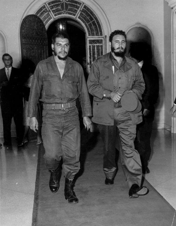 El Che siempre junto al líder de la Revolución Cubana, testimonio emblemático para el presente y el futuro de la relación de estos dos grandes revolucionarios, 1960. Foto: Oficina de Asuntos Históricos del Consejo de Estado/ Fidel Soldado de las Ideas.