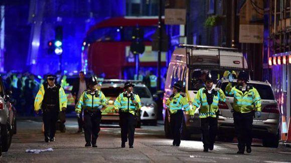 La policía bloqueó ambas direcciones del Puente de Londres. Foto: PA.