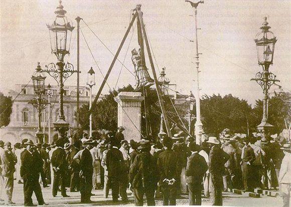 Imagen de 1899 cuando se retira definitivamente la estatua de Isabel de Borbón. Foto tomada de Habana Radio.