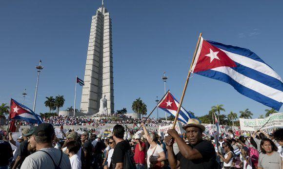 """Cientos de miles de cubanos ratificaron su apoyo a la Revolución y al Socialismo el pasado 1ro de mayo. """"Cuba no ha mordido el anzuelo del centrismo político"""". Foto: Ismael Francisco/ Cubadebate."""