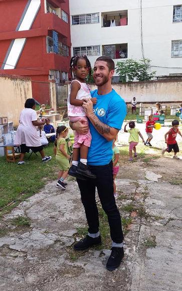 El capitán merengue, durante su estancia en Cuba en 2015. Foto: Tomada del perfil de Facebook de Sergio Ramos