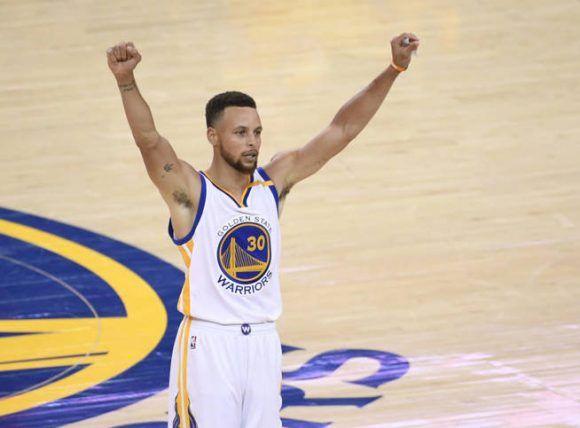 Stephen Curry cerró la final con 34 puntos, 10 asistencias y 6 rebotes. Foto. Reuters