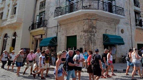 La posibilidad de conocer de cerca a la gente, al cubano es una fortaleza del turismo cubano. Foto: Granma.