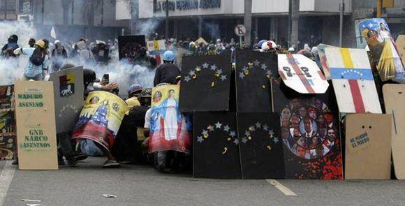 Violenta manifestación opositora en Venezuela provocó un muerto y varios heridos el pasado 19 de junio. Foto: AP.