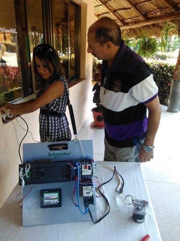 A pesar de su aparente sencillez, el sistema de riego automatizado con tecnología inalámbrica permite notables mejoras en la gestión de los sistemas de regadío de pivote central. Foto: Yunier Sifonte/ Cubadebate.