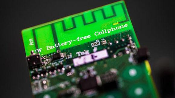 Crean teléfono que se carga con energía medioambiental y no con batería. Foto: Universidad de Washington.