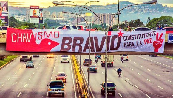 """""""Chavismo Bravo en Altamira"""", una imagen que circula en las redes sociales. Foto: @IsisCasanovaRuj/ Twitter."""