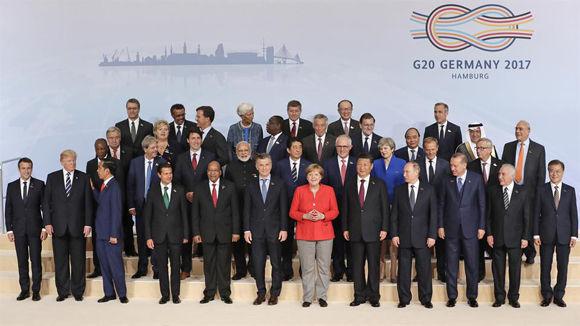 Los asistentaes a la Cumbre del G-20 posan para la foto de familia. Foto: AP