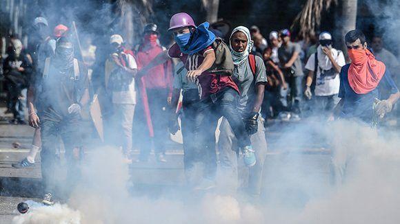 Opositores venezolanos en una de sus violentas manifestaciones. Foto: Juan Barreto/ Reuters,