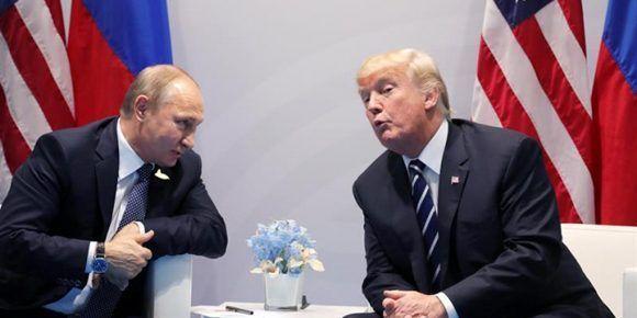 El presidente de Rusia, Vladimir Putin, junto al presidente de Estados Unidos, Donald Trump. Foto: EFE.