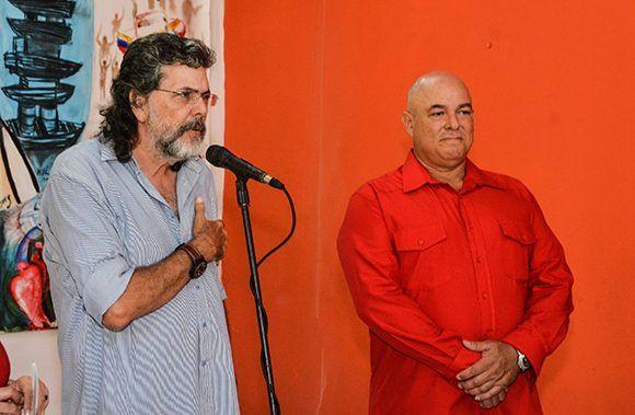 Intervención de Abel Prieto (I), ministro de Cultura, durante la inauguración de la exposición fotográfica Fidel Retrato Íntimo, de Alex Castro (D), en la Casa del Alba Cultural, en La Habana, el 2 de agosto de 2017. Foto: Marcelino Vázquez/ ACN.