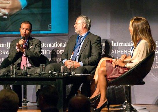 El CEO de Smartmatic, Antonio Mugica (primero a la izquierda). A su lado, el dueño de la empresa Mark Malloch-Brown.