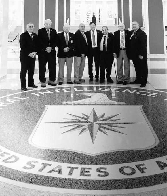 Los mercenarios y Rubio en la sede de la CIA.
