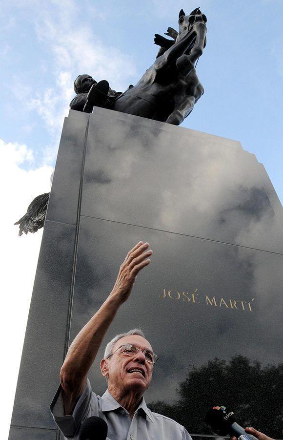 El Dr. Eusebio Leal Spengler, Historiador de La Habana, ofrece conferencia de prensa en el Parque Plaza 13 de Marzo, donde será emplazada una réplica de la estatua ecuestre del Héroe Nacional cubano José Martí, obra de la artista estadounidense Anna Hyatt Huntington, en La Habana, Cuba. Foto: Omara García/ ACN.
