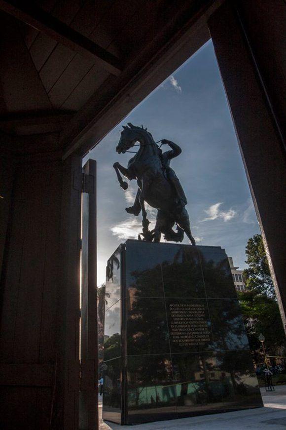 La estatua es una reproducción exacta de la neoyorquina. Foto: René Pérez Massola/ Trabajadores.